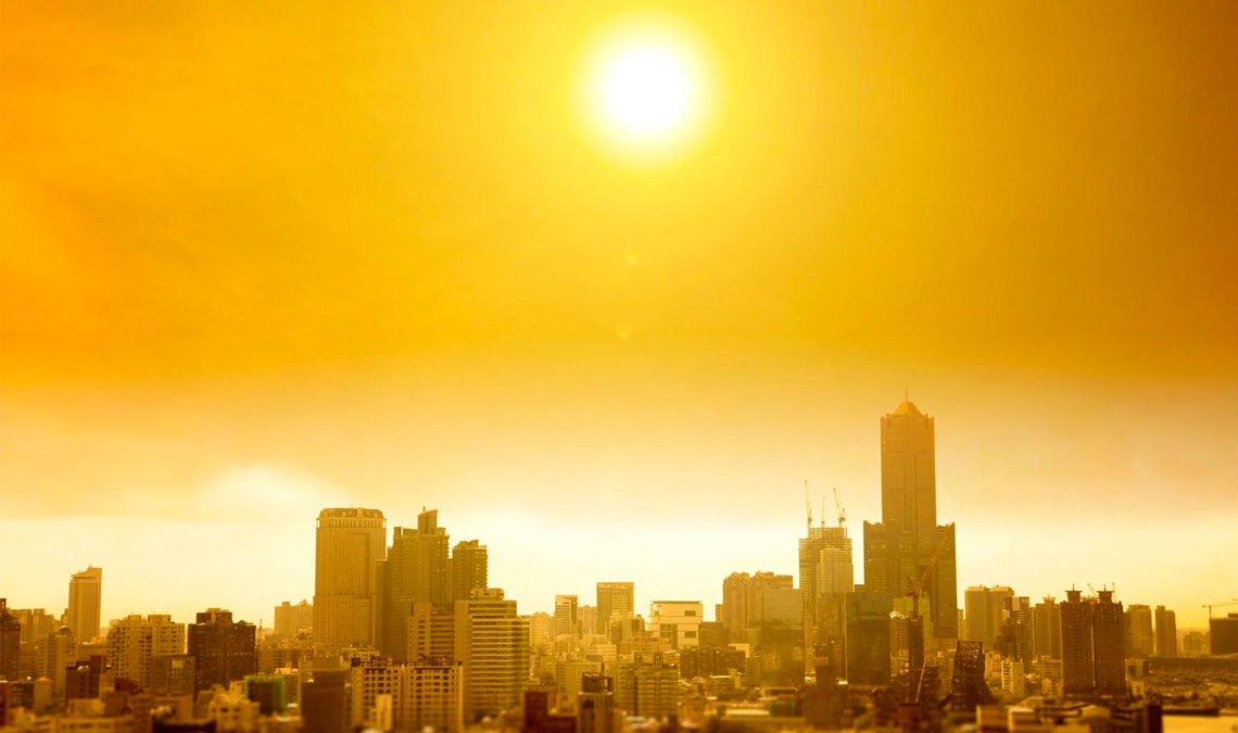 Summer heat wave in the city, courtesy of Tomwang112/iStock by Getty Images.